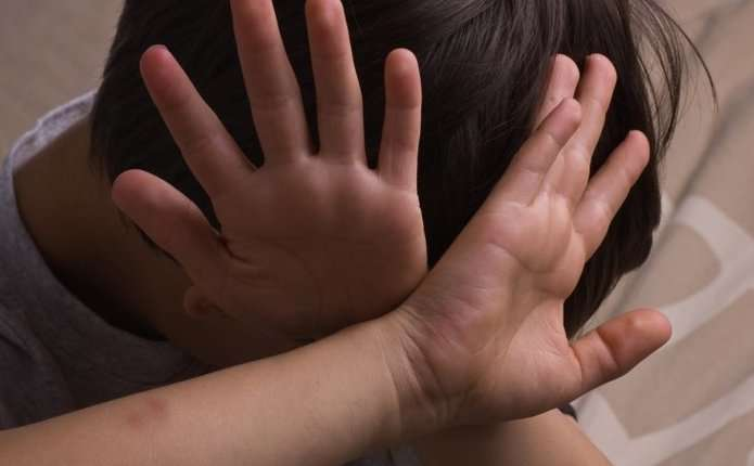 У Києві по-звірячому знущалися над дітьми-аутистами – тіла почорніли від побоїв: фото 18+