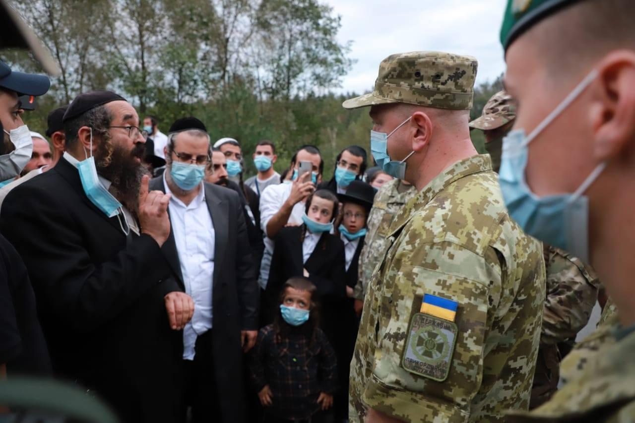 """Сотні хасидів намагалися """"прорватися"""" в Україну з боку Білорусі: фото"""