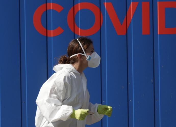 Коли в Чехії знову введуть надзвичайну ситуацію? Епідеміолог дав прогноз «по коронавірусу»