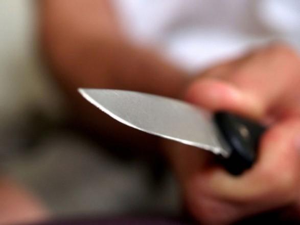 На Миколаївщині чоловік через відмову жінки у близькості вдарив її ножем у шию