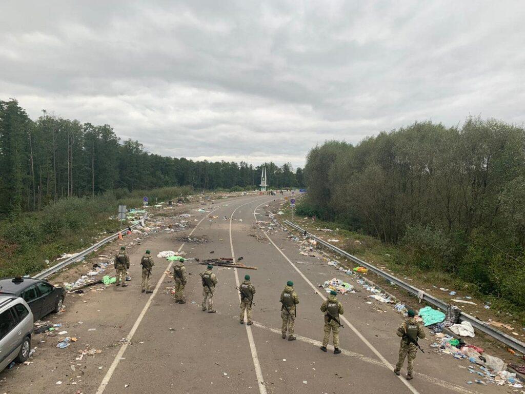 Хасиди покинули українсько-білоруський кордон, залишивши після себе купи сміття. Фото