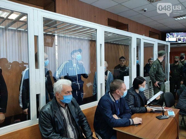 Били, давали їжу з хробаками: в Одесі семеро ув'язнених порізали вени (фото)