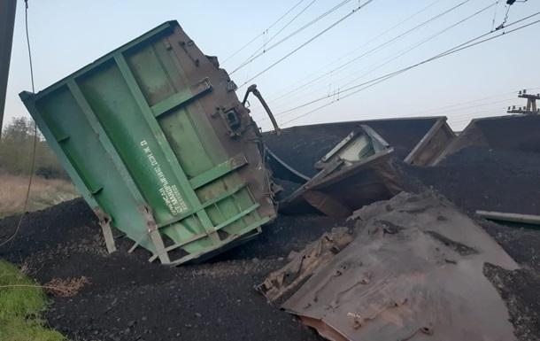 Вантажний потяг зійшов з колії у Кривому Розі