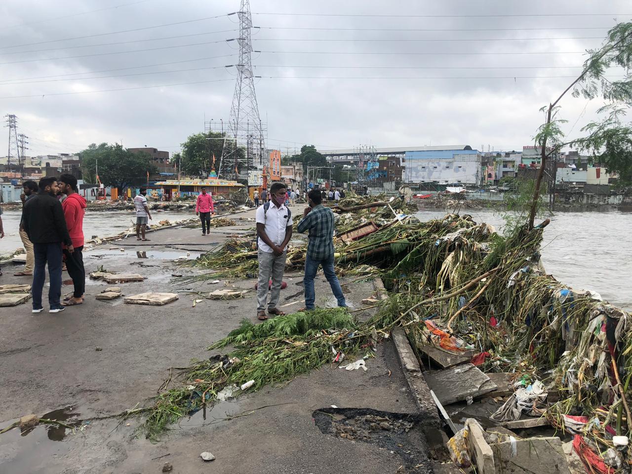 Частина Індії пішла під воду через потужну повінь – багато загиблих: фото і відео