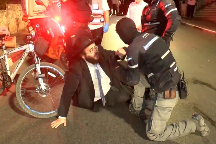 Це вам не Умань. Відео для порівняння: як ізраїльська поліція «виховує» хасидів