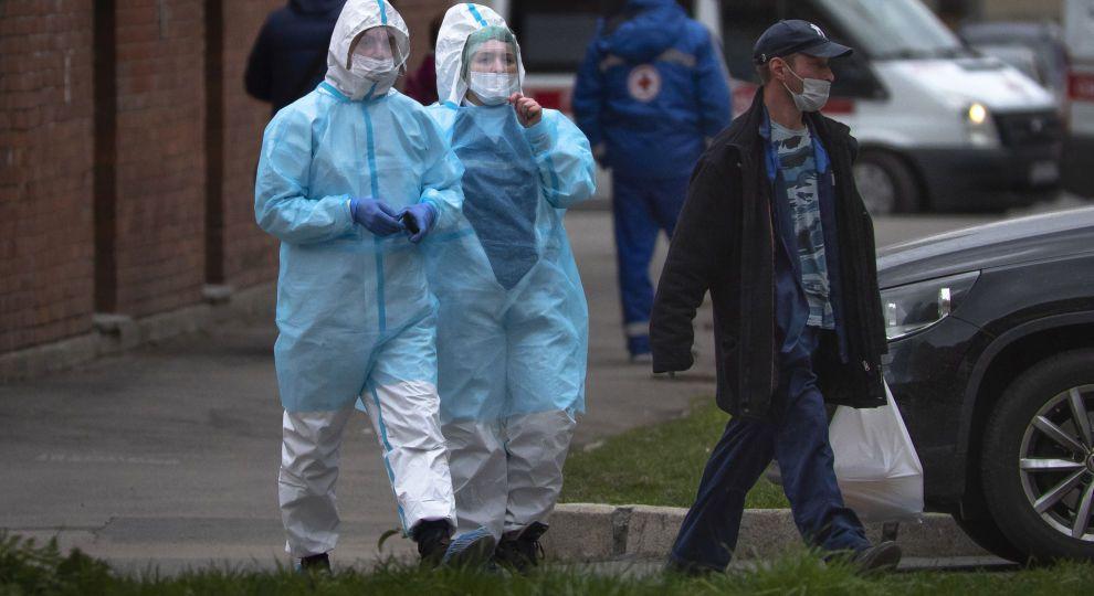 Врятувати всіх не можна: лікар розповів про катастрофу з коронавірусом в Україні і навів цифри