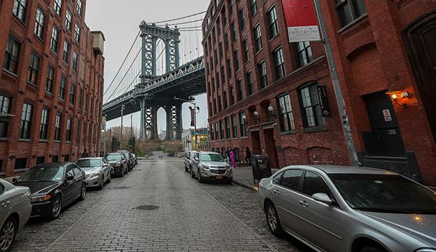 У Нью-Йорку закривають школи через високі показники захворюваності на COVID-19.