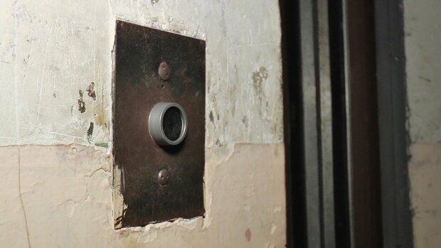"""У Франківську ліфт-вбивця поглинув дитину: """"Врятуй, мамочко!"""""""