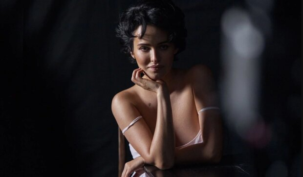 Голі сідниці та наклейки на грудях: Даша Астаф'єва вразила прихильників еротичною фотосесією (18+)