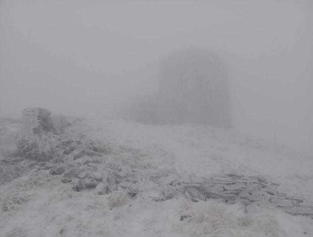 Україну почало завалювати снігом: перші фото