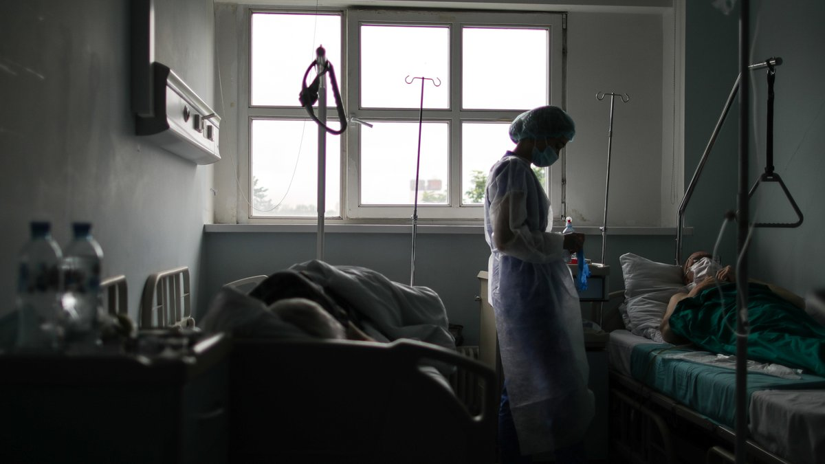Компенсації не буде, лікарняні чекаємо досі: відверта розповідь медика, який переніс COVID-19