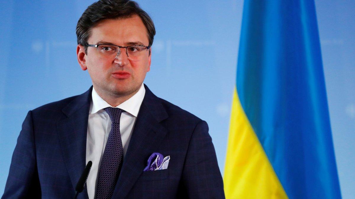 КСУ вдарив не лише по безвізу: Кулеба розповів, які проблеми чекають на українців