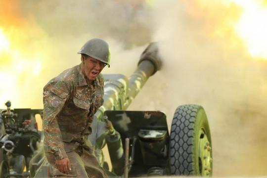 Перетворився на вогняну кулю: Вірменія показала відео знищення азербайджанського гелікоптера