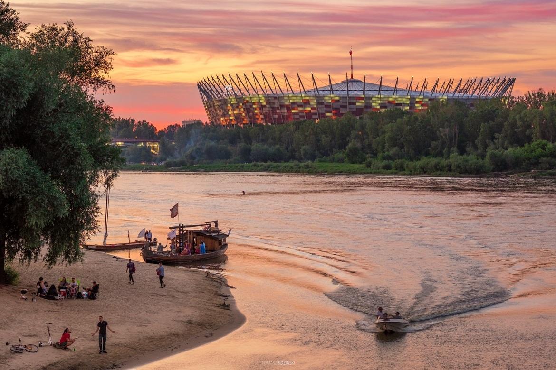 Критична ситуація з коронавірусом у Польщі: в столиці збираються відкрити госпіталь на стадіоні