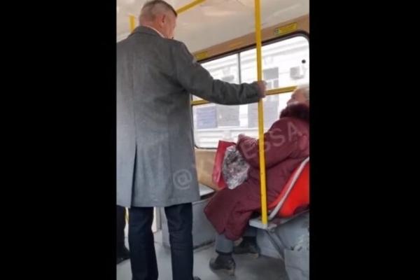 «Эти «славаукраинцы» уже бесят», – реакція інтернет-спільноти на мовний конфлікт у одеському трамваї (ФОТО/ВІДЕО)