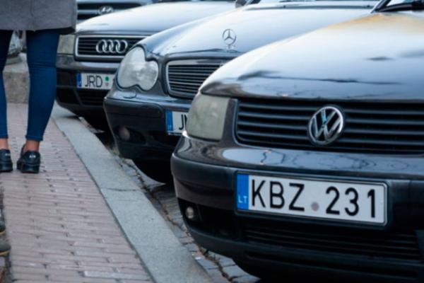 Митники масово штрафують «євробляхерів» та забирають нерозмитнені авто