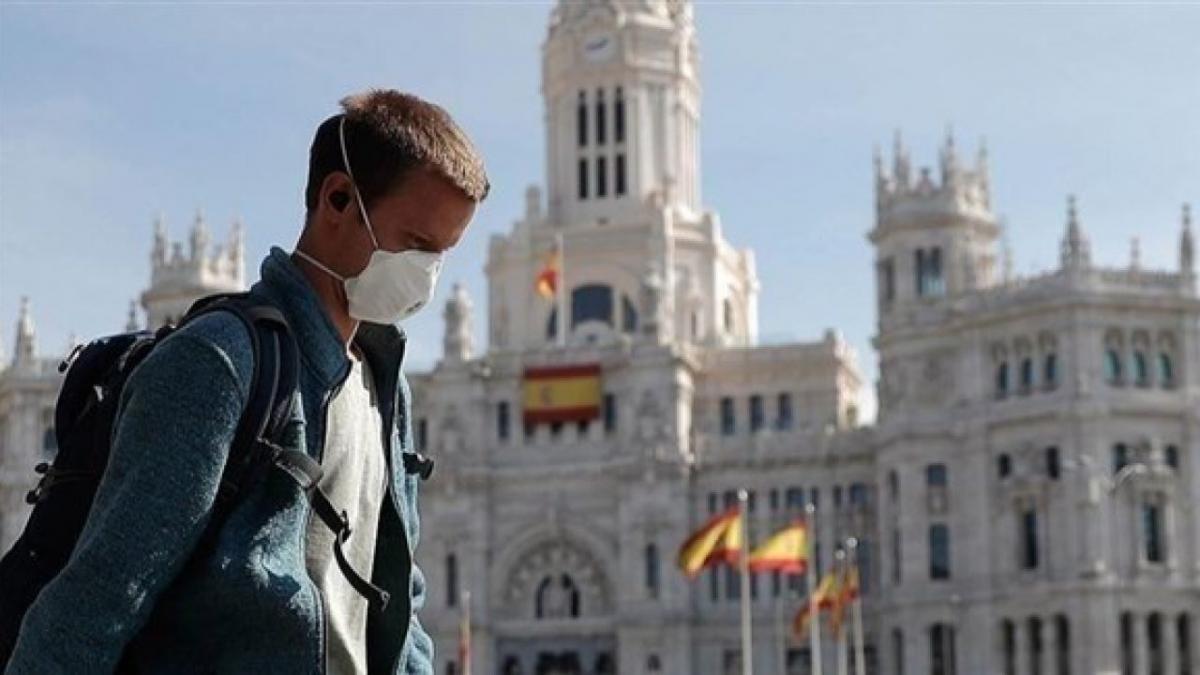 Європа повертається до суворого карантину: які обмеження ввели в країнах (відео)