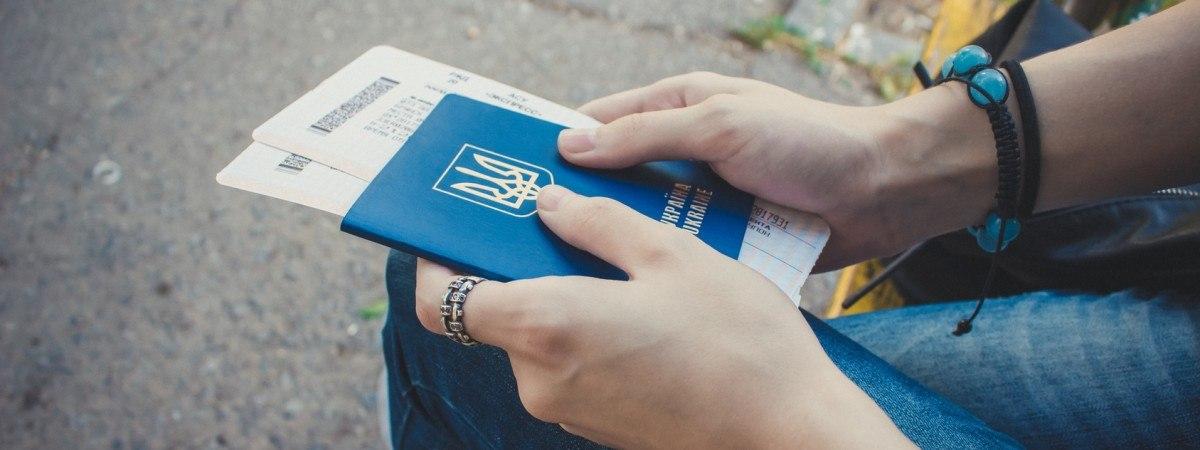 Жителям 20 областей України порекомендували відмовитися від візитів до польських візових центрів через загрозу поширення коронавірусу.