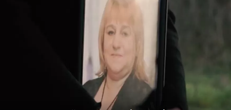 Медики відмовились приймати: 53-річна жінка померла під стіною лікарні (відео)