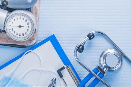 Хворих на коронавірус носять на руках: з'явилося сумне відео з українськими медиками