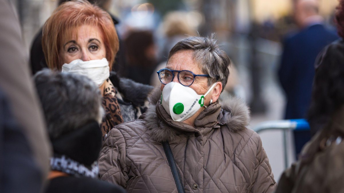 Суд Праги скасував рішення про обов'язкове носіння масок на вулицях та у магазинах
