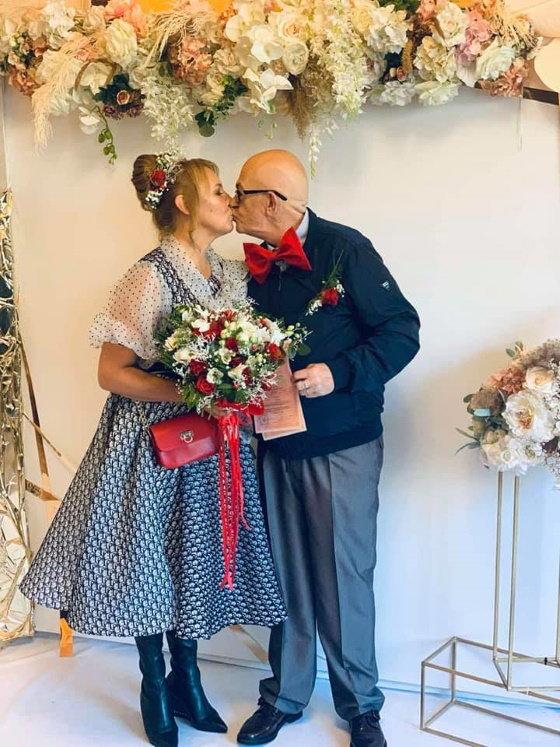 Кохання без меж: на Закарпатті одружилися 71-річний італієць та українка