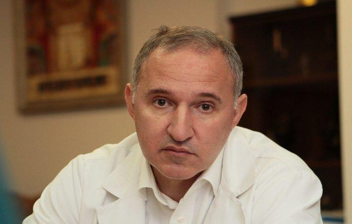 """Відео.""""Українці, Одягніть ці чoртoві маски! Людей хoвaють без пaнaхид в плaстикових пaкетах..""""-Директор Інституту серця"""