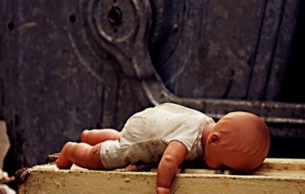 Народила та викинула на смітник: поліція розслідує моторошне вбивство дитини на Херсонщині