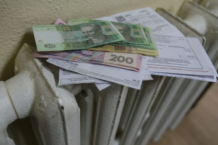 За комунальні борги планують обмежувати в керуванні автомобілем і виїзді за кордон