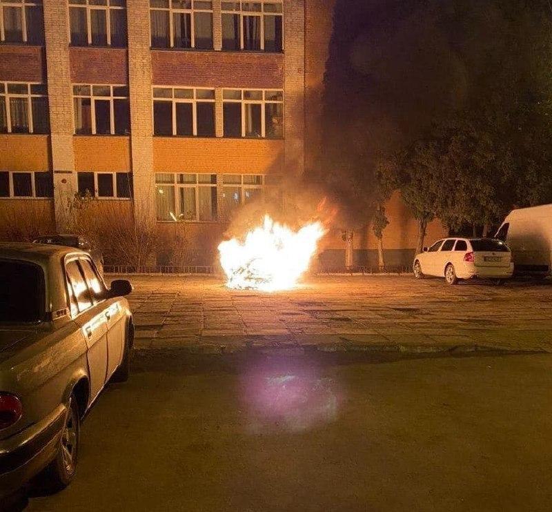 """У Львові спалили авто детектива НАБУ, який розслідував справу """"рюкзаків Авакова"""""""