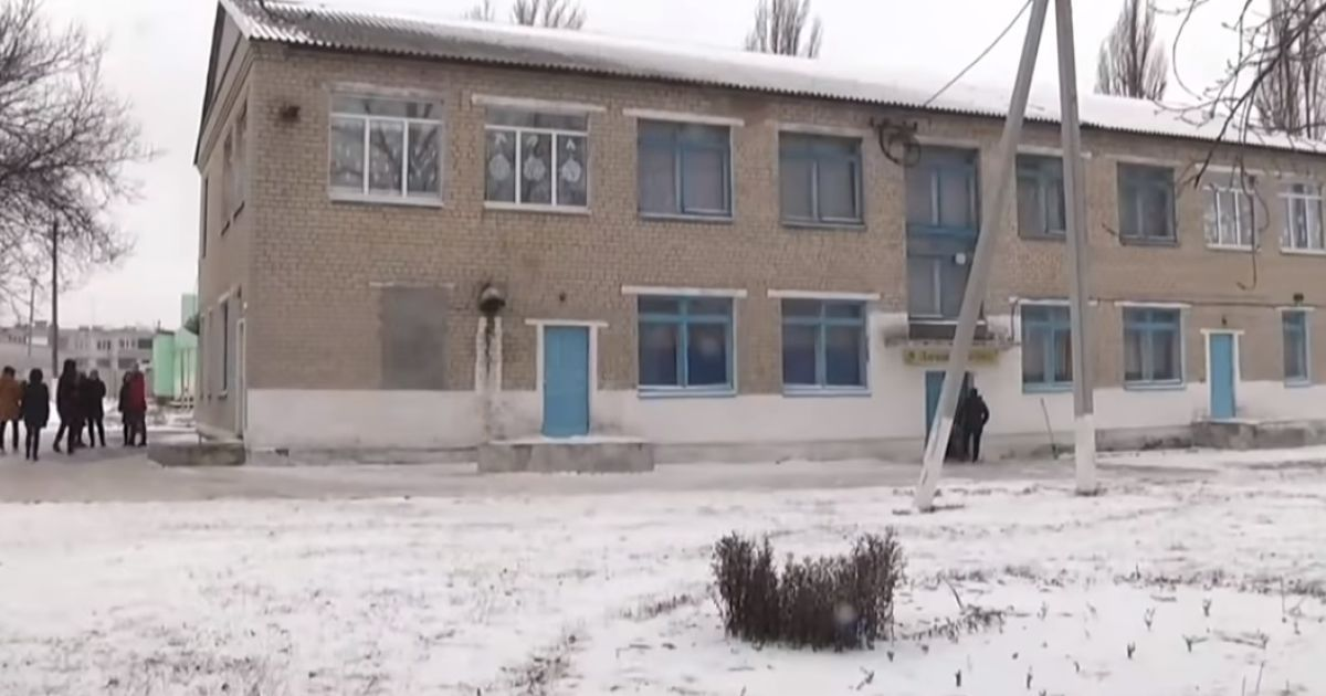 Скандал у школі під Дніпром: першокласницю вигнали з класу в День святого Миколая, бо мама не здала гроші