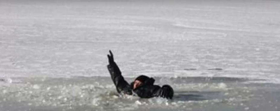 Тримались за руки і просили врятувати: у Полтаві під лід провалились 12-річні діти