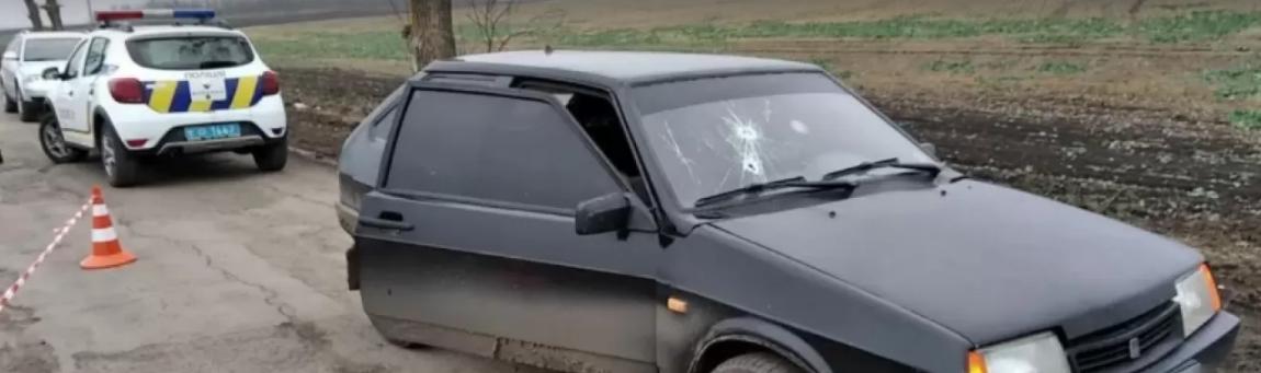 Трагедію спричинив любовний конфлікт: на Одещині посеред дороги розстріляли чоловіка (фото)