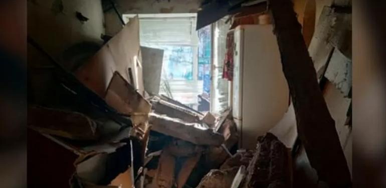 У житловому будинку обвалилася стеля, під завалами опинилась дитина: перші деталі та фото