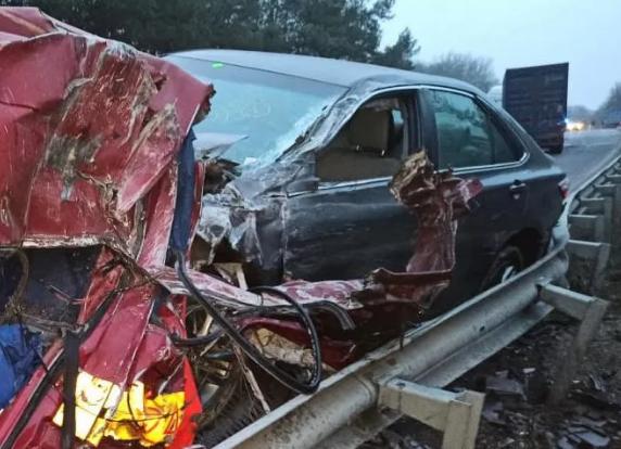 Авто розтрощило і порозкидало по трасі, багато загиблих: на Вінниччині сталась кривава ДТП