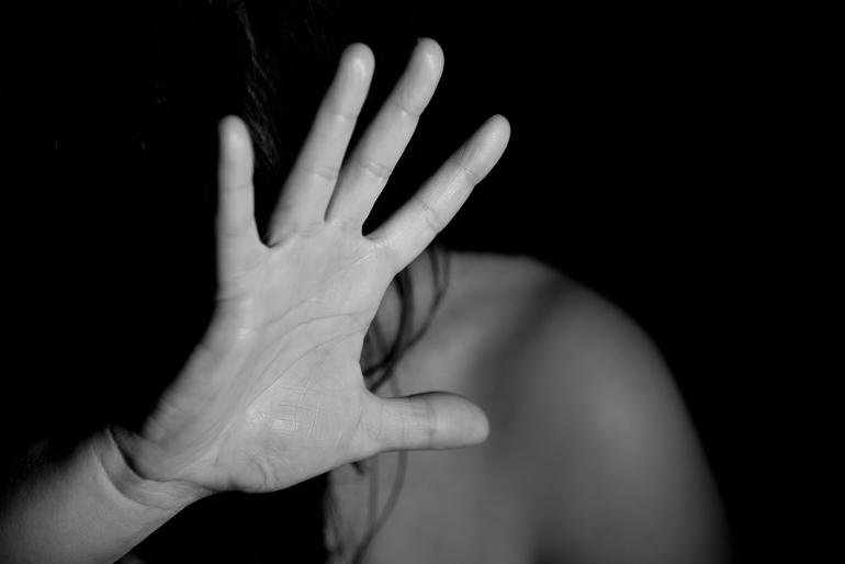 В Одесі молодик зґвалтував сестру в торговому павільйоні