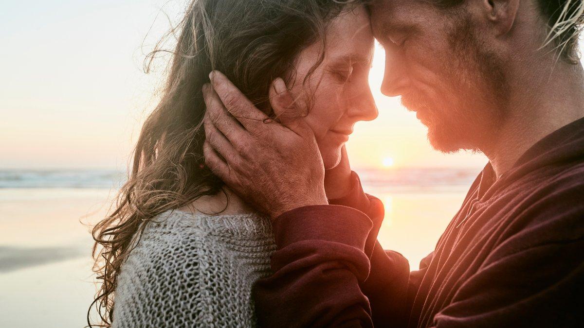 """Любов живе 3 роки чи """"довго та щасливо"""": як зробити стосунки міцними"""