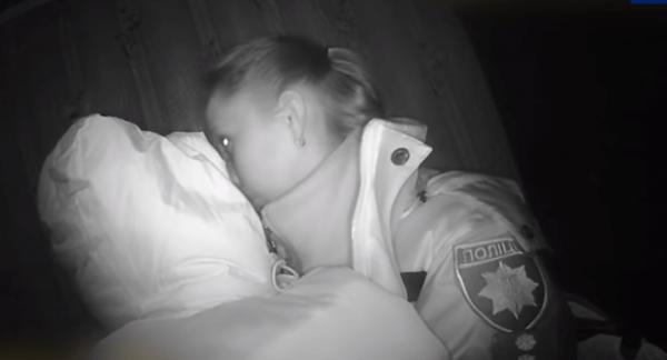 6-місячне дитя замерзало і плакало від голоду. Його врятувала сестричка (ФОТО/ВІДЕО)