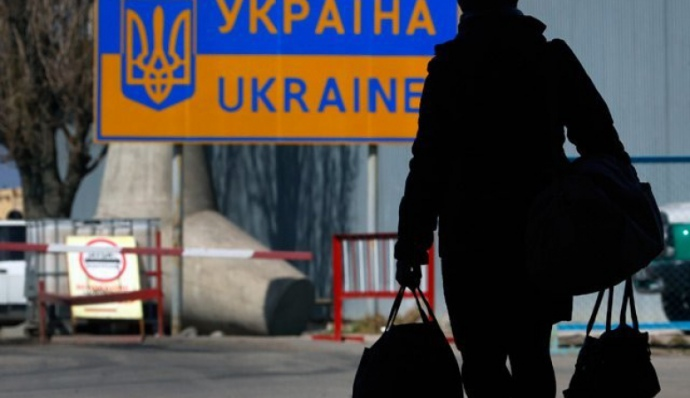 Українці масово виїжджають до ЄС після Різдва: є черги на кордоні