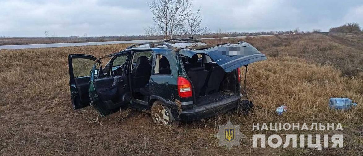 У ДТП на Одещині розбилася ціла сім'я: бабуся загинула, двох 9-річних дітей рятують медики (фото)