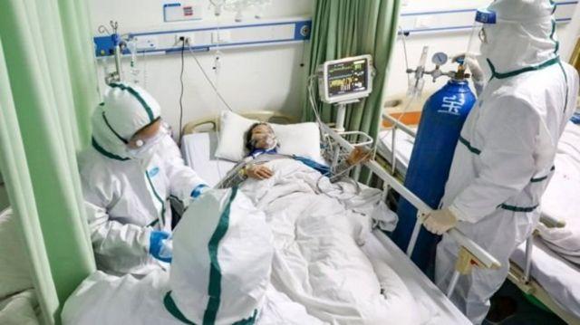 Лежать у коридорах та їдальнях: міська лікарня на 95% заповнена хворими на пневмонію