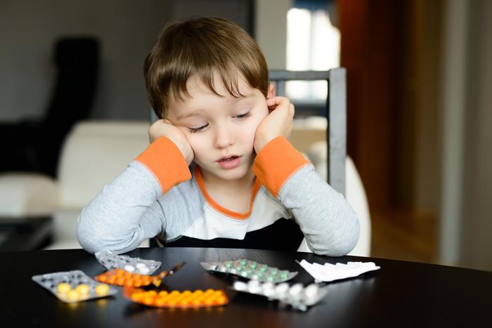 Отруєння пігулками: в Україні хочуть заборонити продаж ліків дітям