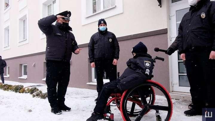 У Чернівцях 10-річний хлопчик став поліцейським. Це його остання мрія