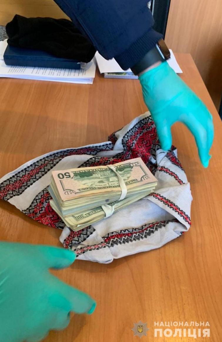 На Чернігівщині жінка віддала майже мільйон гривень, щоби зняти порчу