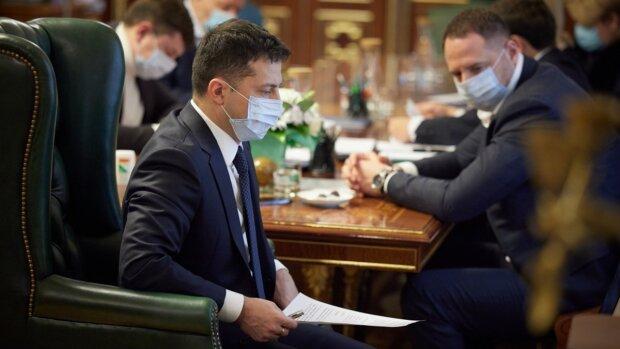 """Від Зеленського вимагають підвищити """"мінімалку"""" до 10 тисяч"""