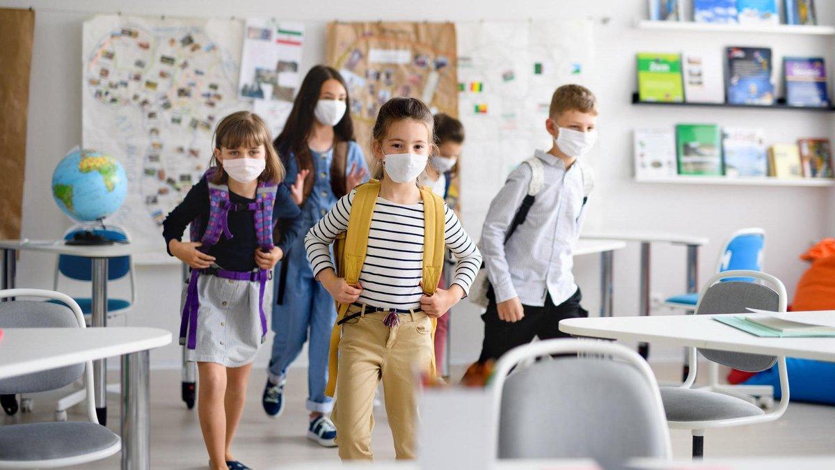 Як будуть працювати школи під час карантину з 24 лютого: офіційна заява МОН