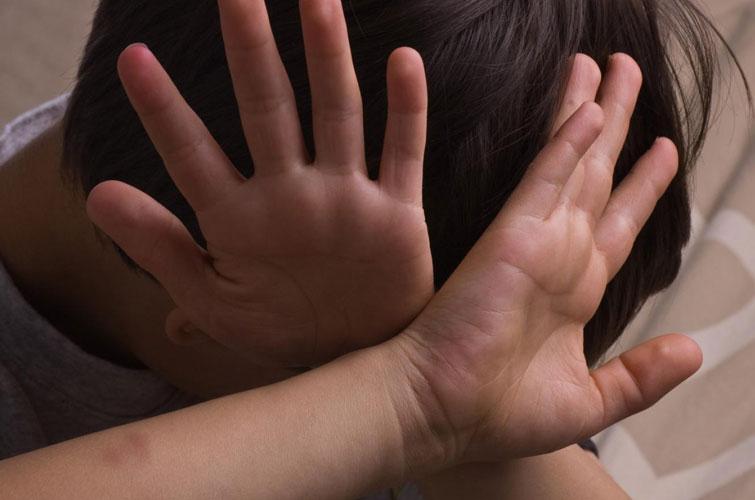 У Росії підлітки по-звірячому познущалися над школярем: у дитини зламаний хребет