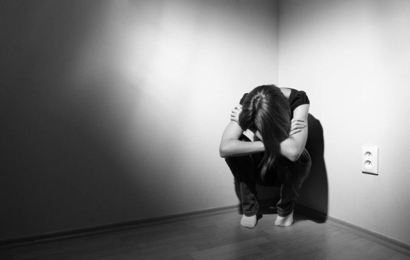 Чергова смерть: у Києві дівчинка вистрибнула з вікна