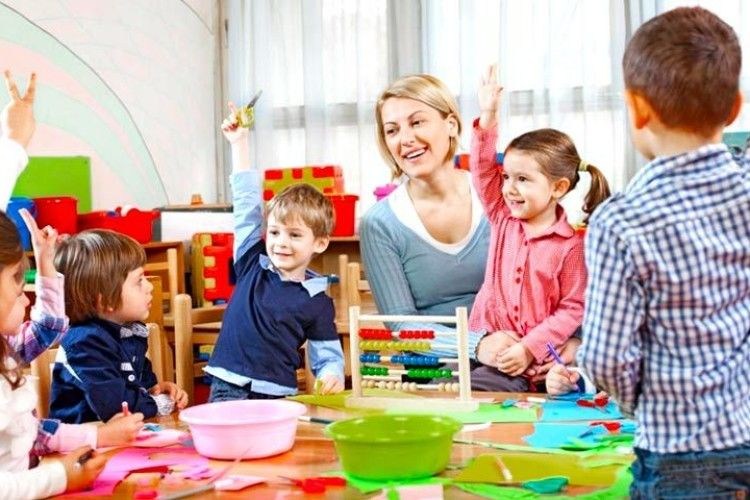 Чому зарплати виховательок дитсадків в рази нижчі за передбачені законом