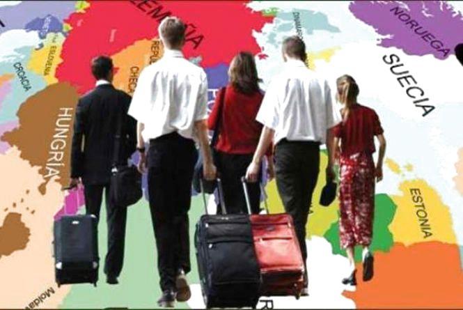 Як трудовим мігрантам отримати пенсію в Україні та за кордоном